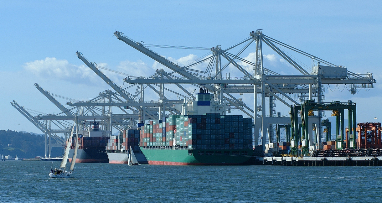 ships-at-dock-noterminal-noport